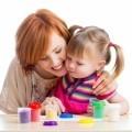 Мама с девочкой и развивающими кубиками - Mother of the girl and to develop cubes