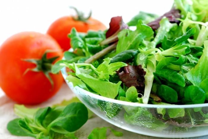 SaladFotolia 2471113 M 700x468 Салат и помидоры   Lettuce and tomatoes
