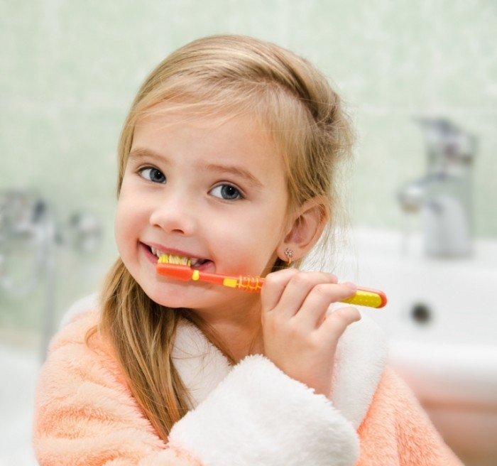 Shutterstock Children Girl Toothbrush 700x656 Девочка с зубной щеткой   Girl with toothbrush