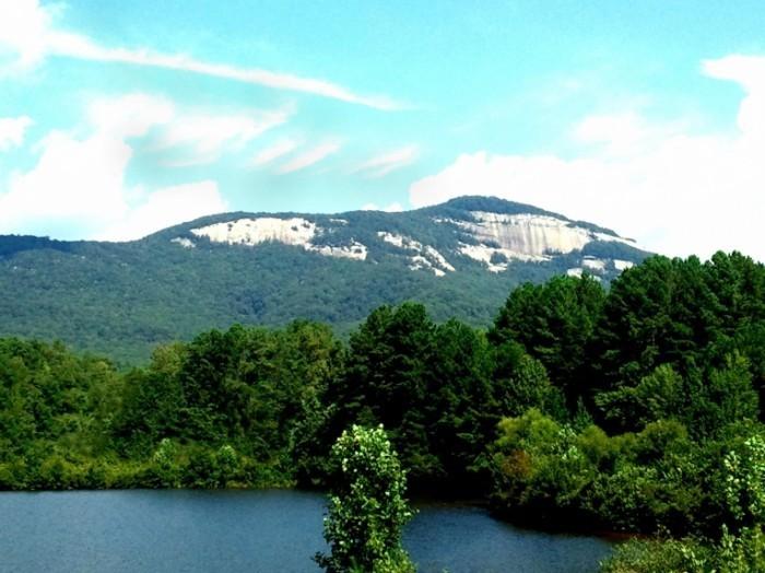 TableRockMountain  700x524 Горы с озером   Mountain lake