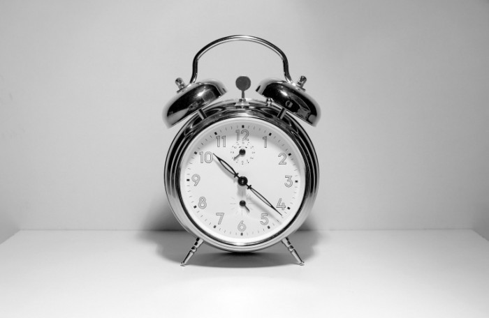 alarm clock istock photo 700x456 Будильник   Alarm clock