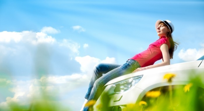 depositphotos 11438433 xl 700x380 Девушка на капоте машины   Girl on the hood of the car