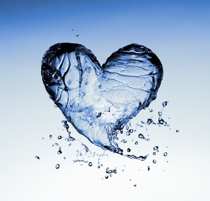 dreamstime Water Heart 700x669 Сердце из воды   Heart of water