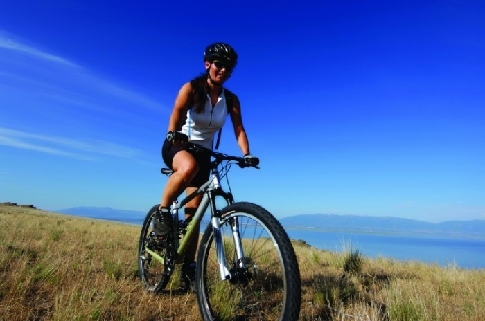 istock 000001788507large 700x464 Девушка на велосипеде   Girl on bike