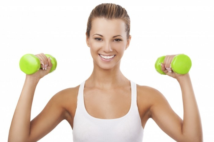 istock 000022968926xlarge 700x466 Девушка с гантелями   Girl with dumbbells