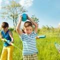 Дети с поливалками - Sprinkle with Children
