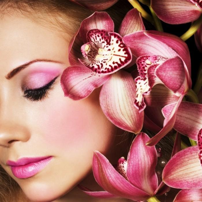 shutterstock 17431621 700x700 Девушка в цветах   Girl in flowers