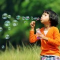 Девочка с мыльными пузырями - Girl with soap bubbles