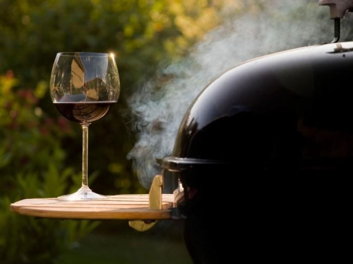 20140722 summer wine pairing alia akkam istock 700x524 Вино   Wine