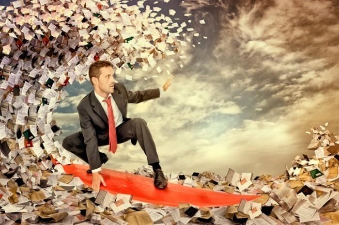 Dollarphotoclub 49638352 700x464 Бизнесмен на доске для серфинга   Businessman on a surfboard