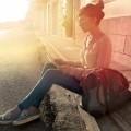 Девушка с планшетом на улице - Girl with the tablet on the street