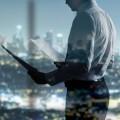 Бизнесмен с документами - Businessman with documents