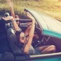 Веселые девушки в авто - Funny girl in car