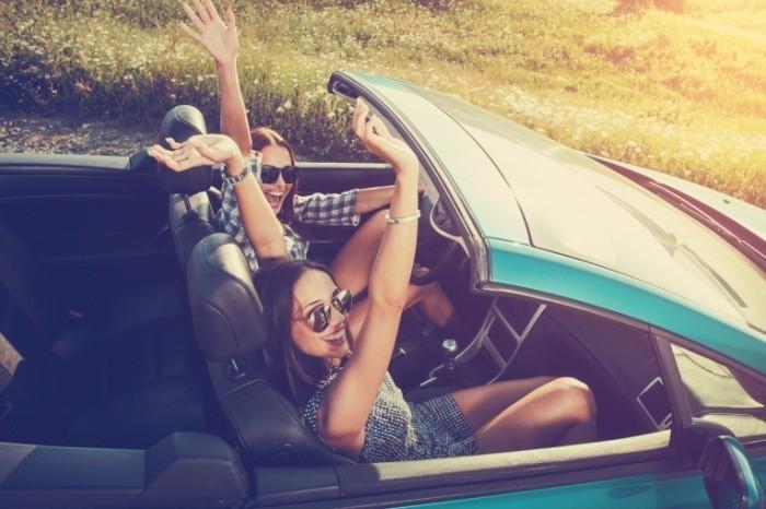 Dollarphotoclub 86497023 700x466 Веселые девушки в авто   Funny girl in car