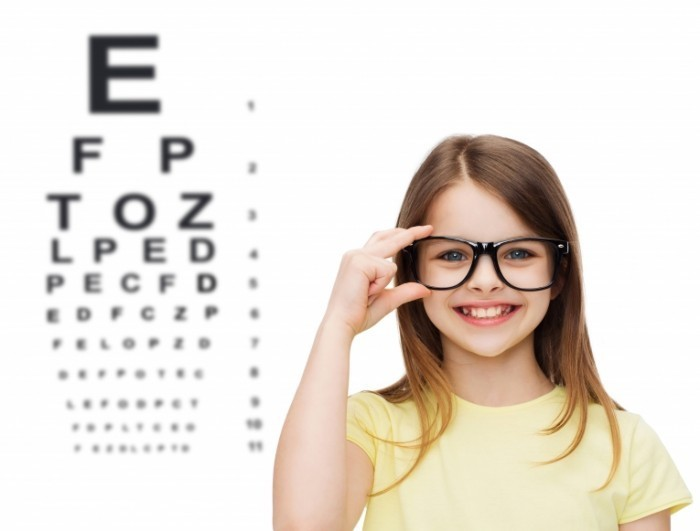 Dollarphotoclub littlegirleyes 700x531 Девочка в очках   Girl with glasses