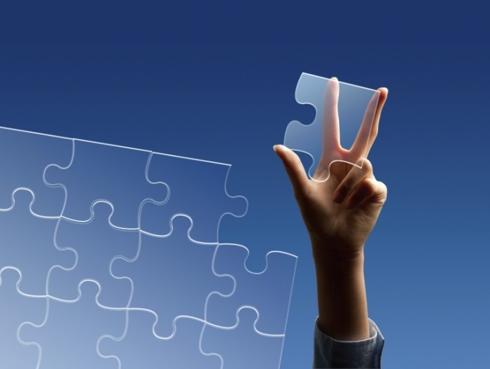 Puzzle istock photo for Andrews article 700x528 Пазл в руке   Puzzle in hand