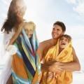 Семья с детьми в полотенцах - Family with children in towels