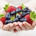 Ягоды в руках - Berries in the hands of