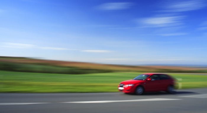 istock 000002259267medium 700x381 Красное авто на скорости   Red car at speed