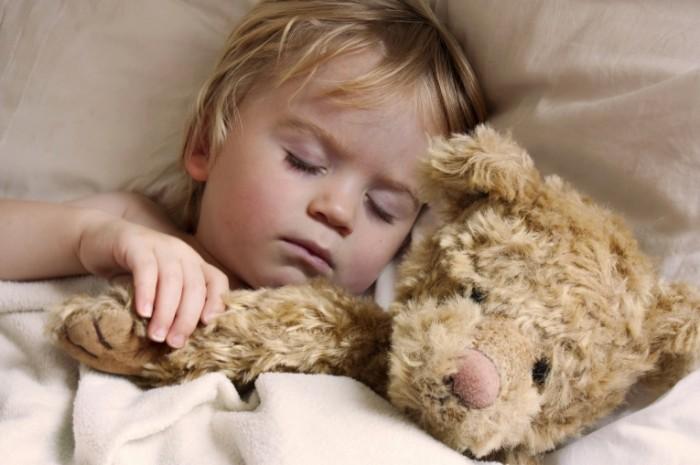 istock 000011938573 large 700x465 Ребенок с мишкой   Child with a teddy bear
