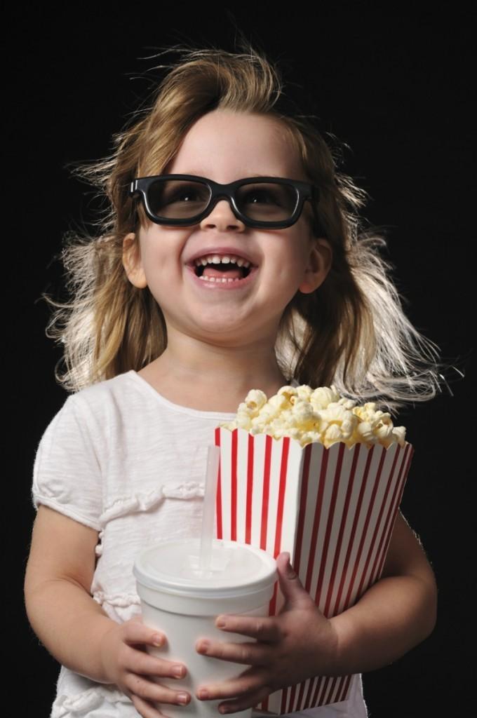 istock 000015687614medium 1699 680x1024 Девочка с попкорном   Girl with popcorn