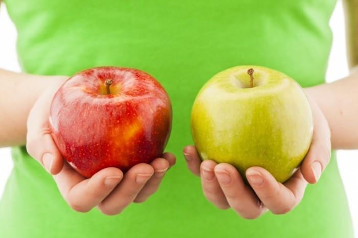 istock 000018870360 medium 700x465 Яблоки в руках   Apples in the hands of