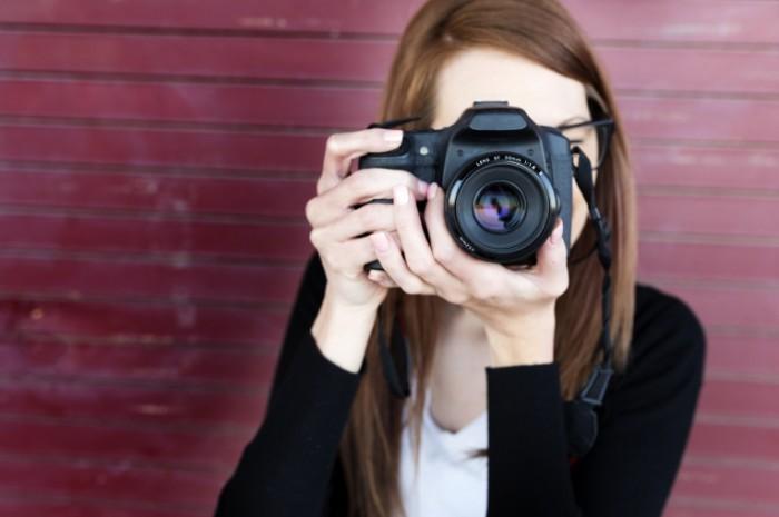 istock 000023840490large 700x465 Девушка фотограф   Girl photographer