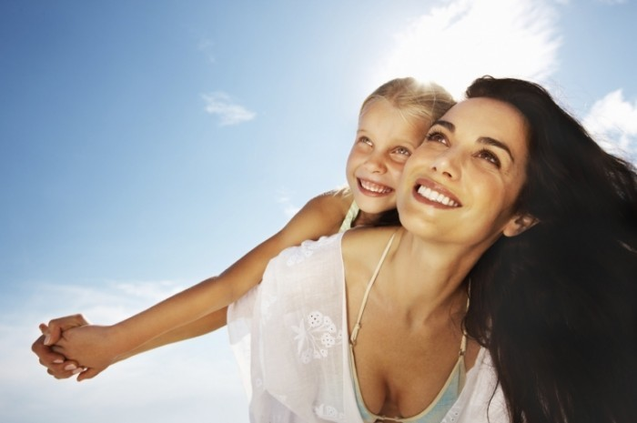 radiant mom istock 700x465 Мама с дочкой   Mother with daughter