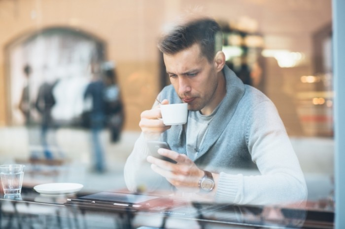 shutterstock 186862637 700x466 Парень с кофе и телефоном   Man with coffee and phone