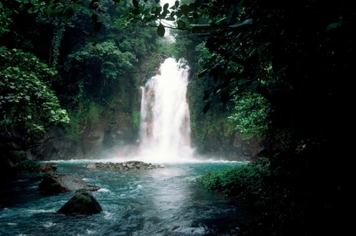 11 3 NUVO Magazine Autumn 2008 sentimental traveller page 1 image 0004 700x465 Водопад   Waterfall