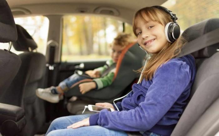 business use vehicle 700x437 Девочка в наушниках   Girl with headphones