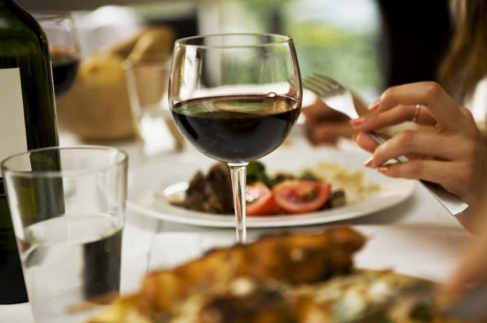 iStock 000006290100Medium 700x465 Бокал вина   Glass of wine