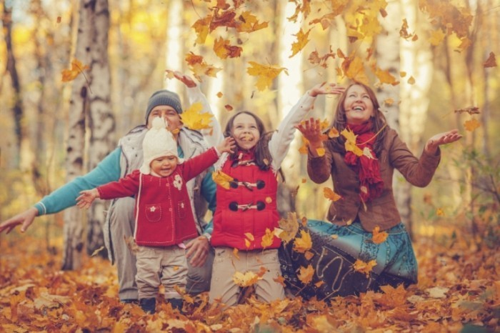 Семья осенью   Family autumn