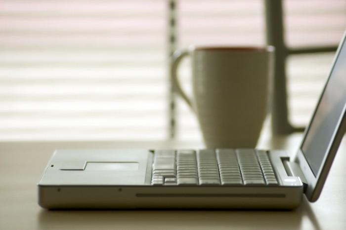 istock 000000395244large 700x466 Кофе и ноутбук   Coffee and laptop