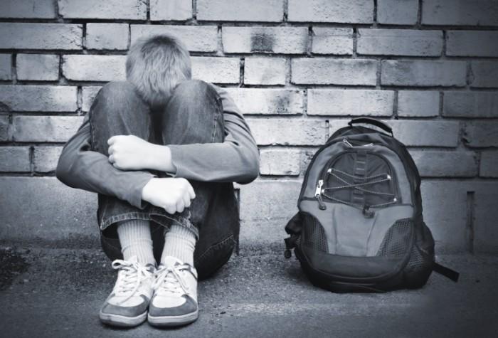 istock 000002318480medium 700x475 Подросток с рюкзаком   Teenager with a backpack