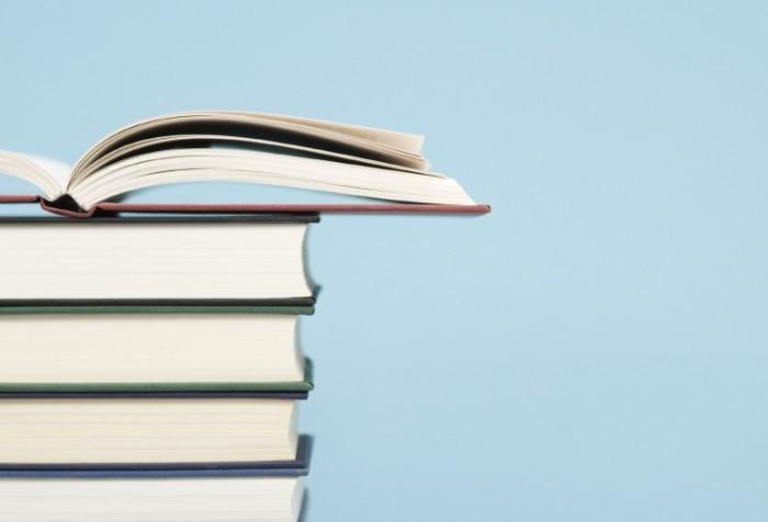 istock 000005972800medium 700x476 Стопка книг   Stack of books