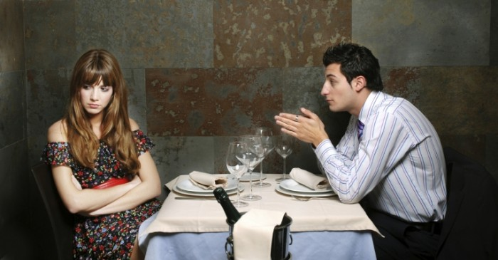 istock 000006210469medium1 700x365 Пара в ресторане   Couple in restaurant