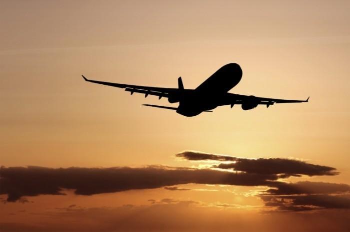 istock 000006225460medium 700x465 Самолет в небе   Plane in the sky