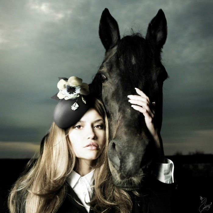 istock 000014814778mediumedited square 700x700 Девушка с лошадью   Girl with a horse