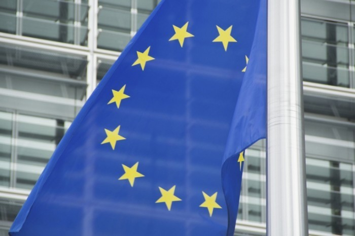 istock 000030770786medium 700x465 Флаг евросоюза   EU flag
