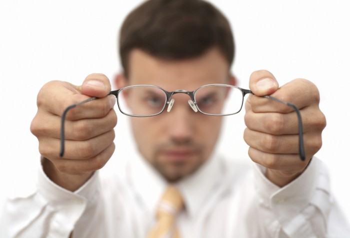 istock guy with glasses1 700x477 Мужчина с очками   Man with glasses