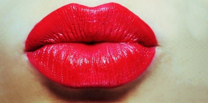 lip plumping beauty promo 700x349 Красные губы   Red lips