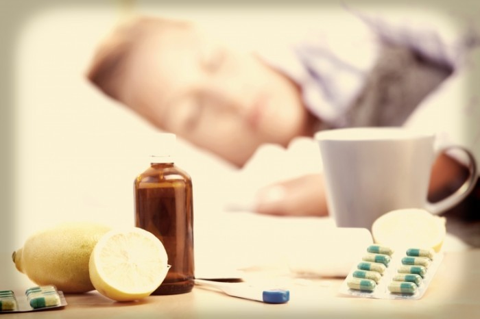 stock image woman with flu in bed xxl 700x466 Лекарства от простуды   Medicine for cold