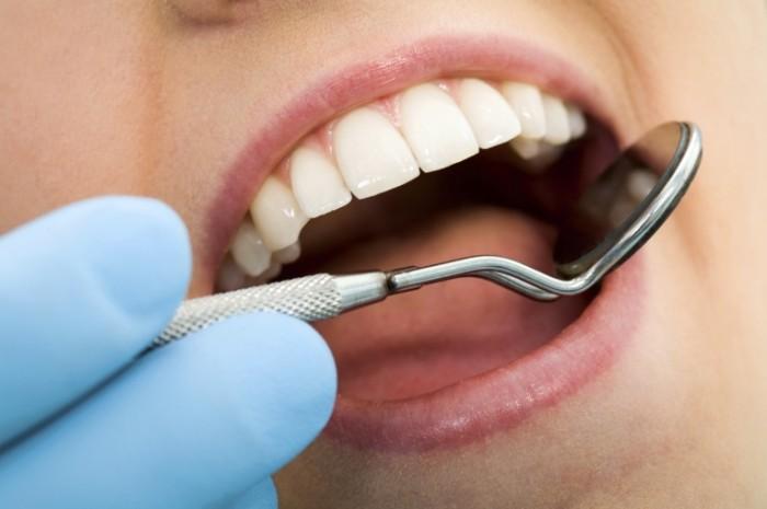 13173542561278854960istock teeth 700x465 Стоматолог   Dentist