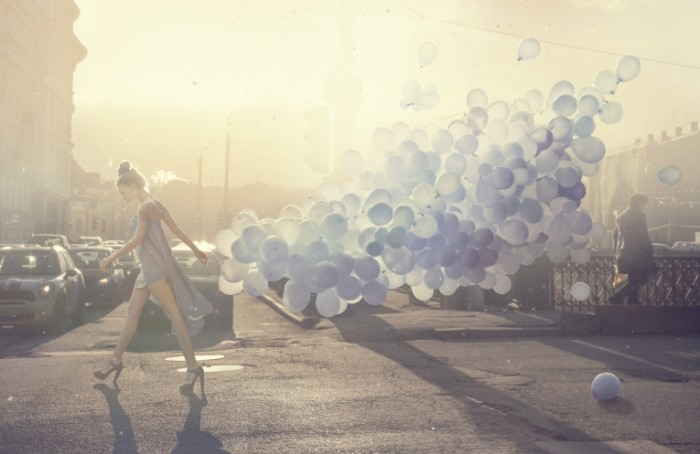 1385117797 istock 000020486441large 700x454 Девушка с шарами   Girl with balloons