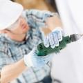 Строитель с дрелью - Construction worker with a drill