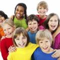 Дети в разноцветных футболках - Children in colorful shirts