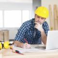 Строитель за ноутбуком - Construction worker at a laptop