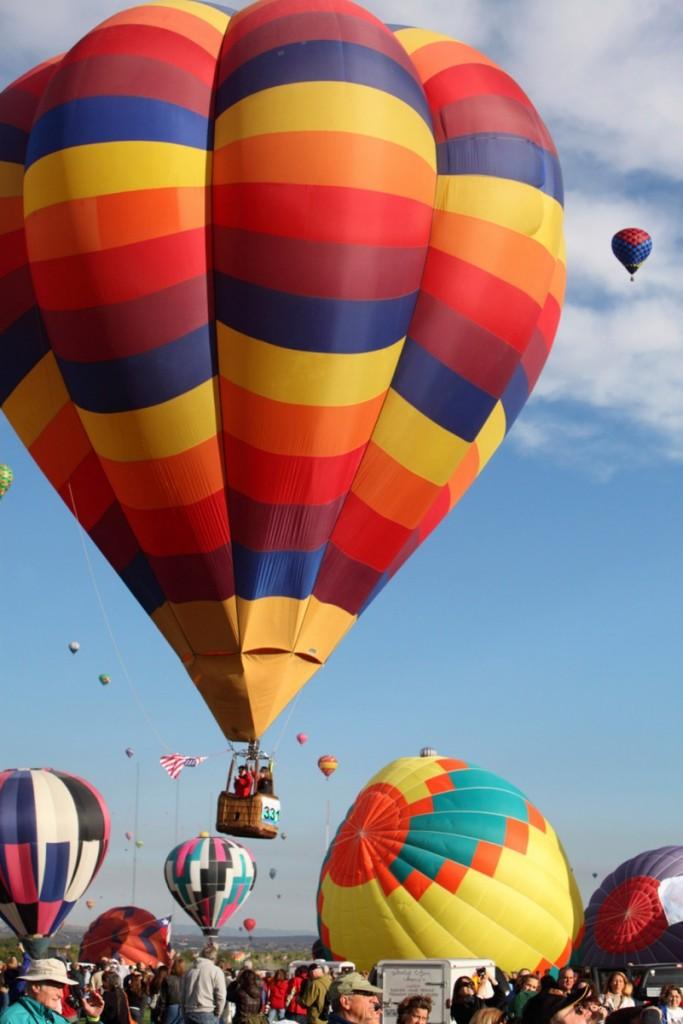53da7c4f6dec627b149ed4ce albuquerque balloon festival filo istock photo 683x1024 Воздушный шар   Balloon
