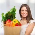 Женщина с пакетом овощей - Woman with bag of vegetables
